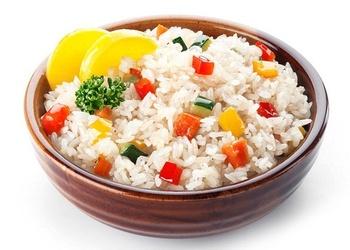 Rīsi ar dārzeņiem un gaļas mīkstumiem