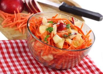 Burkānu salāti ar medu, āboliem un riekstiem