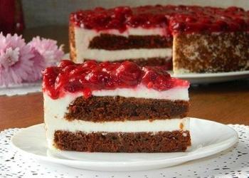 Svētku torte ar biezpiena – jogurta krēmu un ķiršiem