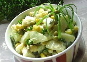 Skābo gurķu salāti ar kartupeļiem