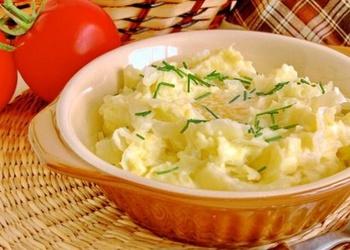 Kartupeļu biezputra ar svaigiem kāpostiem