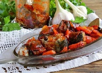 Sautēta skumbrija ar burkāniem un tomātiem