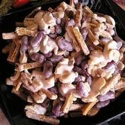 Konservētu sarkano pupiņu un rupjmaizes grauzdiņu salāti
