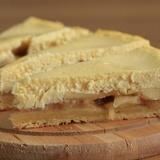 Biezpiena kūka ar āboliem un smilšu mīklu
