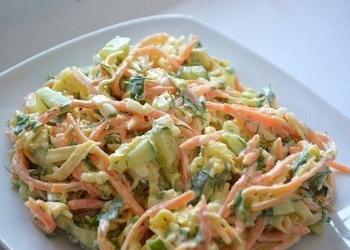 Vistas filejas salāti ar marinētiem gurķiem un Korejas burkāniem