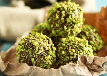 Šokolādes-pistāciju konfektes
