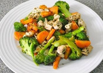 Vistas gaļa ar brokoļiem un burkāniem