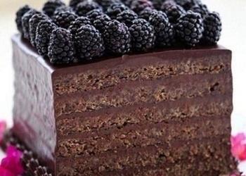 Šokolādes – mandeļu torte ar kazenēm
