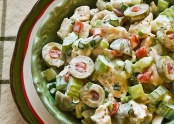 Vistas gaļas salāti ar olīvām