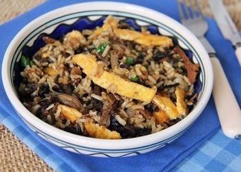 Rīsi ar sēnēm un omleti