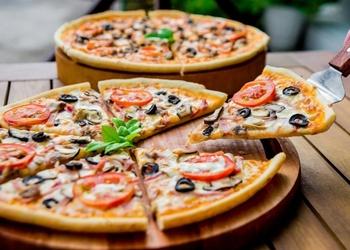 Kraukšķīga un kārdinoša plānā itāļu pica