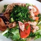 Mazkaloriju tunča salāti ar tomātiem