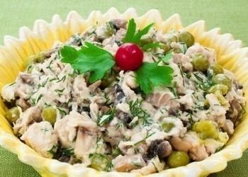 Vistas filejas, šampinjonu, zaļo zirnīšu salāti
