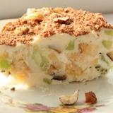 Saldētā biezpiena – lazdu riekstu kūka ar augļiem