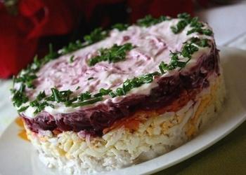 Vārītas gaļas salāti ar sieru un bietēm