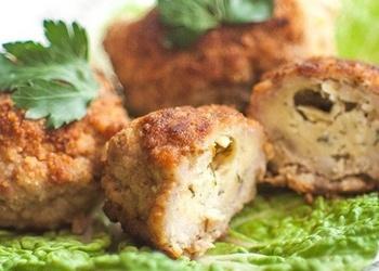 Котлеты из куриного фарша с сыром и зеленью