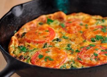 Omlete ar papriku un tomātiem