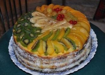 Augļu kūka ar baltās šokolādes krēmu