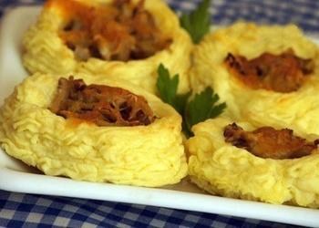 Kartupeļu ligzdiņas ar sēnēm un sieru
