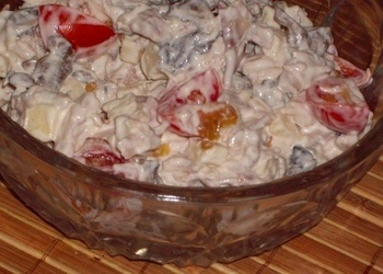Vistas filejas, siera, sēņu un ķirštomātu salāti