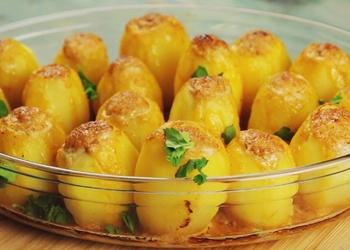 Ar dažāda veida gaļām un dārzeņiem pildīti kartupeļi