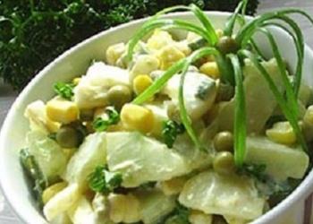 Kartupeļu salāti ar sālītiem gurķiem