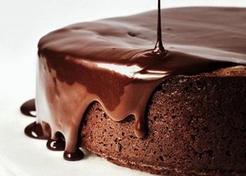 Šokolādes glazūra ar iebiezināto pienu