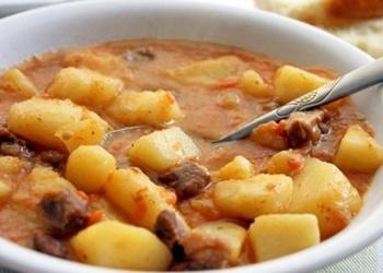 Ar žāvētu krūtiņu sautēti kartupeļi