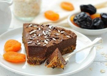 Vegānu šokolādes – augļu kūka