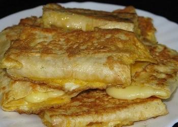 Lavašs ar sieru, panēts olā
