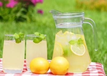 Piparmētru un medus limonāde