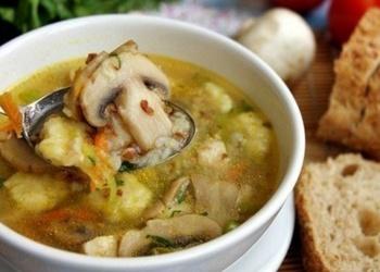 Griķu zupa ar sēnēm un kartupeļu klimpām