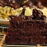 Šokolādes torte ar iebiezinātā piena krēmu