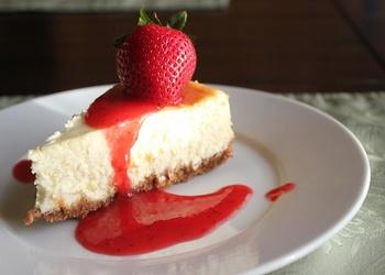 """""""Selgas"""" cepumu – laima siera kūka ar zemeņu mērci"""