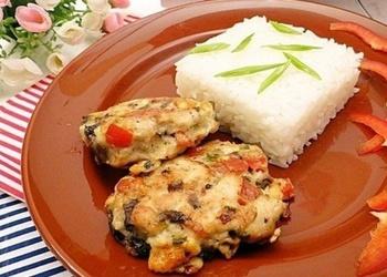 Sulīgas vistas gaļas kotletes ar Indijas rīsiem