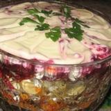 Biešu salāti ar valriekstiem, rozīnēm un sieru