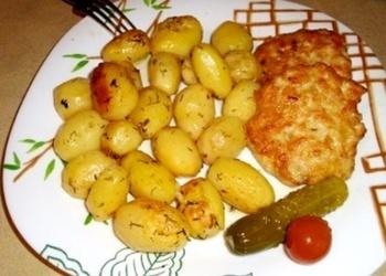 Svētku galdam - Gardi, krāsnī cepti kartupeļi