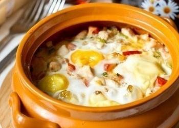 Podiņos ceptas olas ar vistas gaļu un dārzeņiem