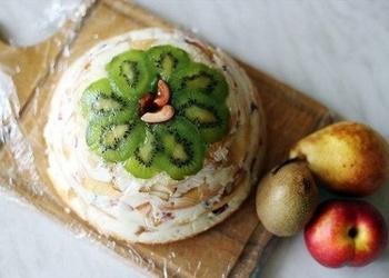 Skābā krējuma – augļu kūka
