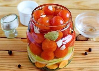 Konservēti tomāti ar papriku