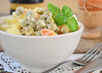 Kartupeļu salāti ar zaļajiem zirnīšiem