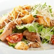 Cēzara salāti ar vistas fileju