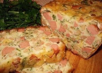 Gaļas kēkss ar sardelēm, sieru un pupiņām