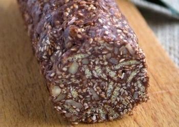 Tumšās šokolādes desa ar sezama sēkliņām