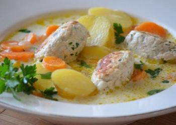 Griķu zupa ar frikadelēm