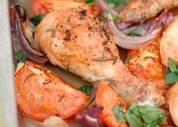 Пряные куриные ножки с помидорами