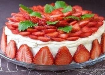 Skābā krējuma – zemeņu kūka