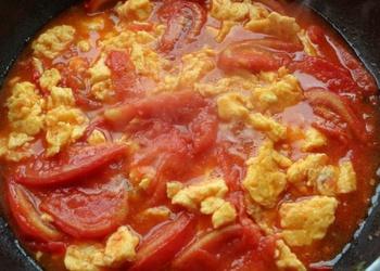 Cepti tomāti ar kartupeļiem un olām
