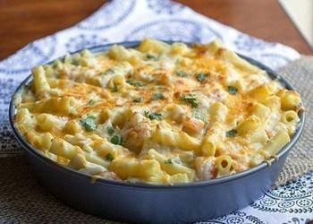 Makaroni ar Čederas un Parmas sieru