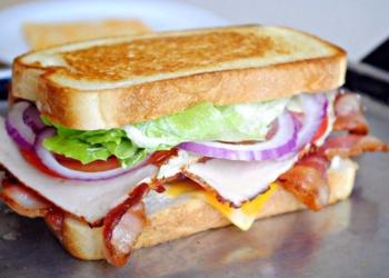 Sātīgie šķiņķa sendviči